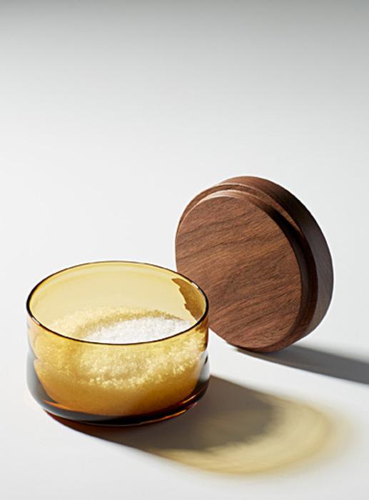 La main de sel en verre souffle et bois
