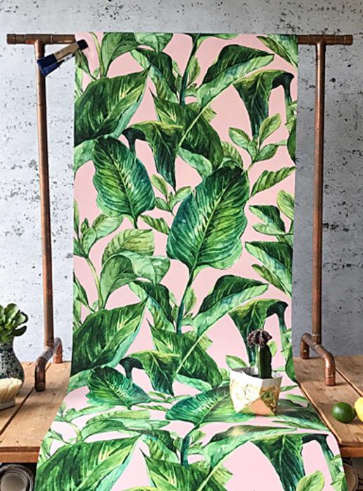 Le papier peint rose feuillage tropical
