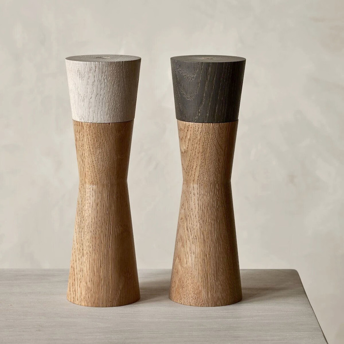 Salt and pepper mill set 1200x1500 1200x1500